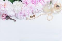 Κλειδί σκελετών με τα peony λουλούδια Στοκ Εικόνες