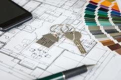 Κλειδί σπιτιών στο σχεδιάγραμμα Στοκ φωτογραφία με δικαίωμα ελεύθερης χρήσης