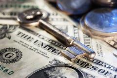 Κλειδί στενό σε επάνω χρημάτων Στοκ φωτογραφία με δικαίωμα ελεύθερης χρήσης