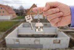 Κλειδί υπό εξέταση του κτηματομεσίτη Στοκ Εικόνα