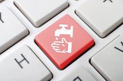 Κλειδί χεριών πλυσίματος στο πληκτρολόγιο στοκ φωτογραφίες με δικαίωμα ελεύθερης χρήσης