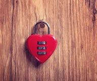 Κλειδαριά συνδυασμού με την κόκκινη καρδιά Στοκ φωτογραφίες με δικαίωμα ελεύθερης χρήσης