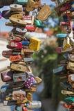 Κλειδαριές αγάπης στο φράκτη Στοκ εικόνες με δικαίωμα ελεύθερης χρήσης