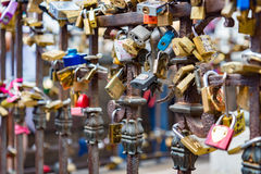 Κλειδαριές σε Ponte Vecchio, Φλωρεντία, Ιταλία Στοκ Φωτογραφία