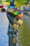 Κλειδαριές στη γέφυρα Στοκ Φωτογραφίες