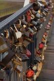 Κλειδαριές στη γέφυρα Στοκ Εικόνες