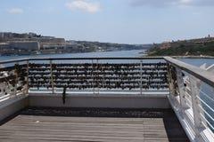 Κλειδαριές της αγάπης στο σημείο Tigne, Sliema Μάλτα Στοκ Φωτογραφίες