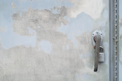 Κλειδαριών ασφαλής ιδιωτικότητα χάλυβα λουκέτων ασφάλειας πορτών προστατευμένη από το μέταλλο στοκ εικόνα με δικαίωμα ελεύθερης χρήσης