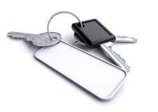 Κλειδιά αυτοκινήτων με το κενό άσπρο μπρελόκ Στοκ Φωτογραφίες