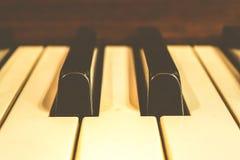 Κλειδιά πιάνων, ζουμ μέσα, εκλεκτής ποιότητας ύφος Στοκ Φωτογραφία