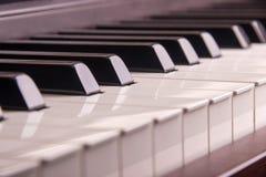 Κλειδιά πιάνων, κινηματογράφηση σε πρώτο πλάνο Στοκ φωτογραφίες με δικαίωμα ελεύθερης χρήσης
