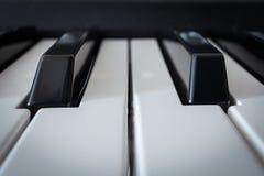 Κλειδιά πληκτρολογίων πιάνων Στοκ φωτογραφία με δικαίωμα ελεύθερης χρήσης