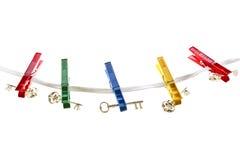 Κλειδιά σε μια σκοινί για άπλωμα στοκ εικόνες