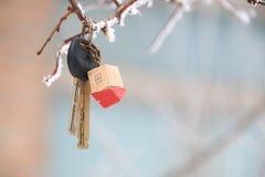 Κλειδιά σπιτιών με το σπίτι Keychain Στοκ εικόνα με δικαίωμα ελεύθερης χρήσης