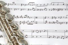 Κλειδιά φλαούτων στη μουσική φύλλων Στοκ Φωτογραφία