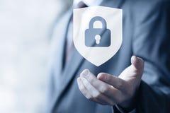 Κλειδωμένη κουμπί επιχείρηση εικονιδίων ιών ασφάλειας ασπίδων on-line Στοκ φωτογραφίες με δικαίωμα ελεύθερης χρήσης