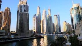 Κλειδώνω-στον πυροβολισμό των σύγχρονων κτηρίων στη μαρίνα του Ντουμπάι, Ηνωμένα Αραβικά Εμιράτα φιλμ μικρού μήκους
