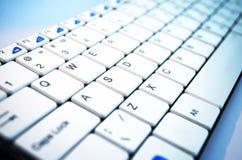 Κλειδώστε το κουμπί κλειδιών πληκτρολογίων μπαίνει στο γραφείο τεχνολογίας on-line Στοκ φωτογραφία με δικαίωμα ελεύθερης χρήσης