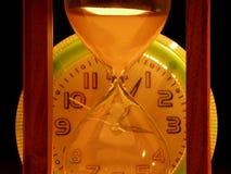 Κλεψύδρα ενάντια στα ρολόγια Στοκ Εικόνα