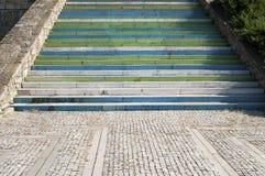 Κλιμακοστάσιο με τα ζωηρόχρωμα σκαλοπάτια Στοκ εικόνες με δικαίωμα ελεύθερης χρήσης