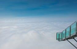 Κλιμακοστάσιο στη ανυπαρξία στον παγετώνα βουνών Dachstein, Steiermark, Αυστρία Στοκ Εικόνα