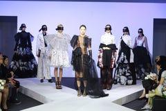 Κλιμακωτή επίδειξη μόδας Στοκ εικόνες με δικαίωμα ελεύθερης χρήσης