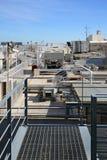 Κλιματιστικό μηχάνημα στη στέγη Στοκ Φωτογραφίες