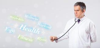 Κλινικός γιατρός που δείχνει την υγεία και την ικανότητα στοκ φωτογραφία με δικαίωμα ελεύθερης χρήσης
