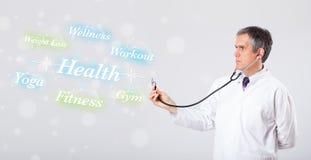 Κλινικός γιατρός που δείχνει τη συλλογή υγείας και ικανότητας του wor στοκ εικόνες με δικαίωμα ελεύθερης χρήσης