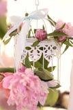 Κλουβί με το ντεκόρ λουλουδιών Στοκ Φωτογραφίες