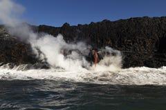 Λάβα που μπαίνει στο ωκεάνιο, μεγάλο νησί, Χαβάη Στοκ Εικόνες