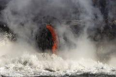 Λάβα που μπαίνει στο ωκεάνιο, μεγάλο νησί, Χαβάη Στοκ Φωτογραφίες