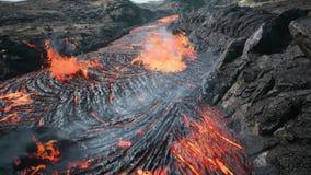 Λάβα που ρέει από την έκρηξη λάβας ηφαιστείων απεικόνιση αποθεμάτων