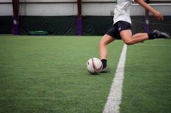 Λάκτισμα πρακτικής ποδοσφαίρου Στοκ φωτογραφίες με δικαίωμα ελεύθερης χρήσης