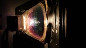 Λάμπα φωτός ενός προβολέα ταινιών 8mm απόθεμα βίντεο