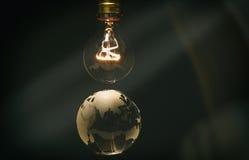 Λάμπα φωτός και γη στοκ εικόνα με δικαίωμα ελεύθερης χρήσης