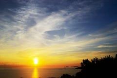 Λάμποντας ήλιος πέρα από τον ορίζοντα Στοκ φωτογραφίες με δικαίωμα ελεύθερης χρήσης
