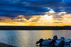 Λάμποντας ήλιος πέρα από το λιμάνι Alghero Στοκ φωτογραφίες με δικαίωμα ελεύθερης χρήσης