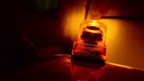 Λάμποντας αναγνωριστικό σήμα. Πορτοκαλί περιστρεφόμενο φως. φιλμ μικρού μήκους