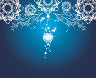 Λάμποντας διακόσμηση Χριστουγέννων στο μπλε υπόβαθρο Στοκ φωτογραφία με δικαίωμα ελεύθερης χρήσης