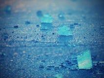 Λάμποντας ραγισμένες κλίσεις επιπλέοντος πάγου πάγου στο παγόβουνο στην μπλε λιμνοθάλασσα Ζωηρά θερμά χρώματα Στοκ Εικόνες