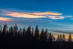 Λάμποντας σύννεφα Στοκ φωτογραφία με δικαίωμα ελεύθερης χρήσης