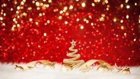 Λάμποντας χριστουγεννιάτικο δέντρο στο κόκκινο υπόβαθρο Στοκ φωτογραφίες με δικαίωμα ελεύθερης χρήσης