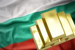 Λάμποντας χρυσές ράβδοι στη σημαία της Βουλγαρίας Στοκ φωτογραφίες με δικαίωμα ελεύθερης χρήσης
