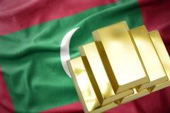 Λάμποντας χρυσές ράβδοι στη σημαία των Μαλβίδων Στοκ εικόνα με δικαίωμα ελεύθερης χρήσης