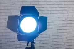 Λάμψη με το στροβοσκόπιο εξοπλισμού φωτογραφιών πορτών σιταποθηκών στη στάση στο θόριο στοκ φωτογραφίες