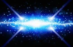 Λάμψη του μπλε φωτός στο μαύρο υπόβαθρο, φωτεινό ισχυρό lig δύο Στοκ φωτογραφία με δικαίωμα ελεύθερης χρήσης