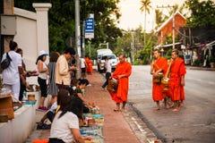 Λάος luang prabang Ελεημοσύνες που δίνουν το πρωί Στοκ φωτογραφίες με δικαίωμα ελεύθερης χρήσης