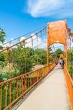 Λάος vang vieng 12 Μαΐου 2017: Πορτοκαλιά γέφυρα χρώματος στη σπηλιά Jung Στοκ φωτογραφία με δικαίωμα ελεύθερης χρήσης