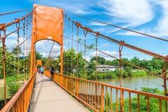 Λάος vang vieng 12 Μαΐου 2017: Πορτοκαλιά γέφυρα χρώματος στη σπηλιά Jung Στοκ Φωτογραφία